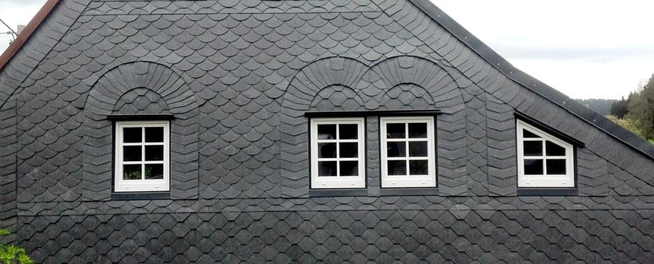 Fassade mit Schiefer